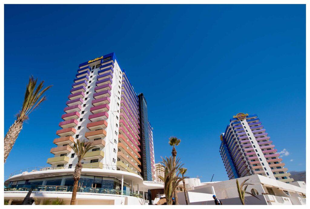 Hard Rock Hotel Tenerife. Proyecto de Dressler Aluminio